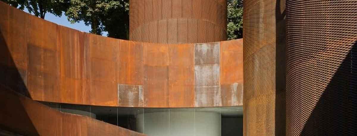 el barniz efecto corten dona a las superficies un aspecto muy similar al acero